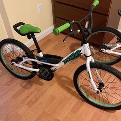 Trek Jet 20 Lime Green/White kids Boy' Girl's bike age 4-7 like new for Sale in Boston,  MA