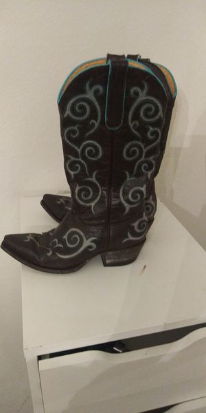 Womans cavander boots for Sale in Houston, TX