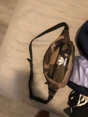 adidas waist bag for Sale in Winter Springs, FL