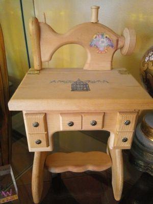 Wood sewing machine box. for Sale in Hialeah, FL