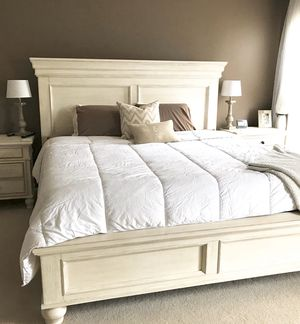 Queen Mattress and Boxspring for Sale in Centerville, OH
