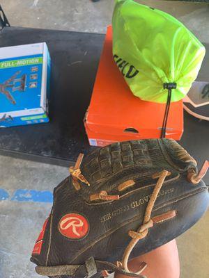 Rawlings baseball glove for Sale in Murrieta, CA