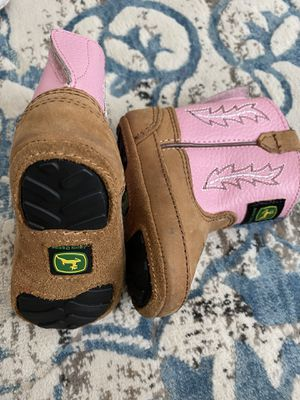 Baby girl boots size 2/3 for Sale in Peoria, AZ
