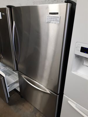 KITCHEN AID STAINLESS APPLIANCES BOTTOM FREEZER FRIDGE WORKING PERFECTLY W/4 MONTHS WARRANTY for Sale in Baltimore, MD