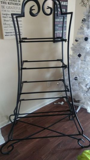 Metal frame with glass shelves for Sale in Arlington, TX