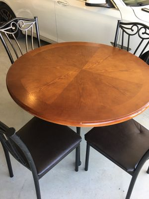 Coffee table/ Small kitchen table for Sale in Cedar Hill, TX