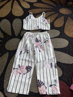 New girls outfit I got it for my daughter At Amazon but it's to big for Sale in Richmond, CA
