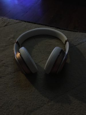 Beats solo 3 rose gold 100$ for Sale in Nashville, TN