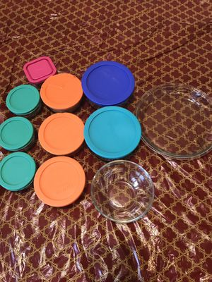 19 Piece of Glass [4(1cup Storage container), 3(2cup Storage container), 2(4cup Storage container), 1 Bowl and 1 plate] for Sale in MIDDLEBRG HTS, OH