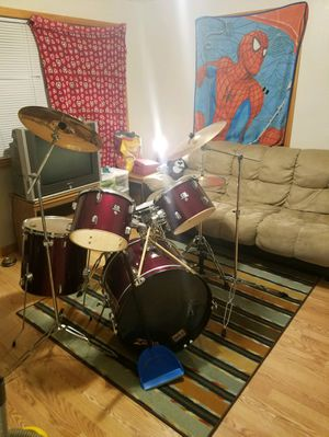CB drum set with zildjian zbt cymbals for Sale in Columbus, OH