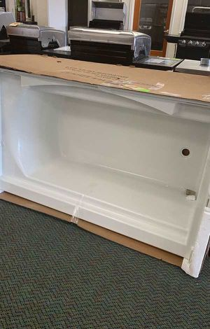 Liquidation Event!! Bathtub Sale! New! Sterling White Z2PO for Sale in Los Angeles, CA