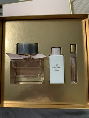 Perfume set for Sale in Ontario, CA