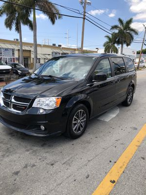 2017 Grand Caravan passenger ( For Sale ) for Sale in Hialeah Gardens, FL