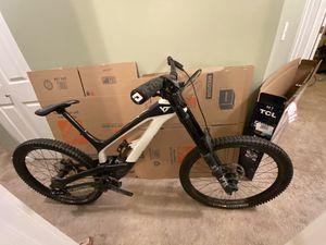YT downhill mountain bike for Sale in Mill Creek, WA
