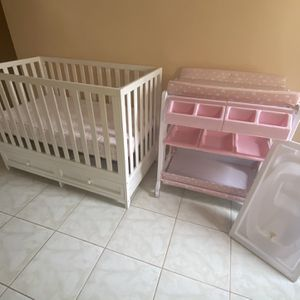 CRIB WITH MATTRESS AND 2 in 1 BABY BATH CHANGING DRESSER STATION for Sale in Bassett, CA