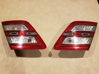 Ford Taurus tail lights OEM 13-19 for Sale in Roselle,  IL