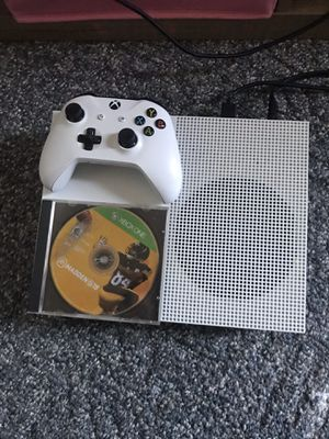 Xbox one s come with one controller in one games for Sale in Springfield, IL
