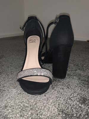 Black heels with silver for Sale in Victorville, CA