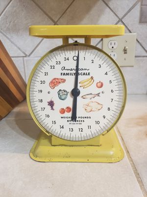 Vintage Yellow American Family Scale for Sale in Oakdale, CA