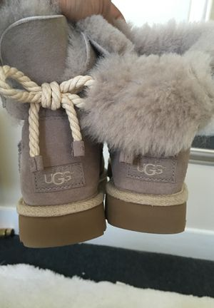 Ugg Size 5 for Sale in Cleveland, OH