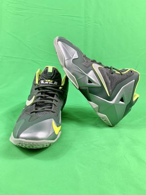 NIKE LEBRON XI (GS) DUNKMAN (Sz 7Y) for Sale in Phoenix, AZ