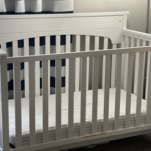 Graco Lauren 4 in 1 convertible crib for Sale in Wexford, PA