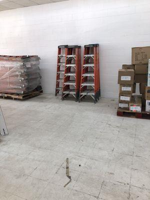 Green Bull 6ft fiberglass ladder for Sale in San Diego, CA