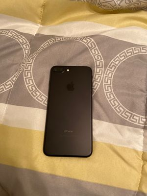 iPhone 7+ 128 G. Very Minor crack but didn't change screen as it's original. It doesn't even feel. In great condition. for Sale in Houston, TX