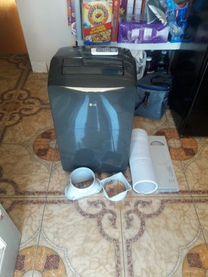 12 000 btu air conditioner LG for Sale in Huntington Park, CA