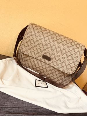 Gucci diaper bag or computer bag 👜🤎 for Sale in Puyallup, WA