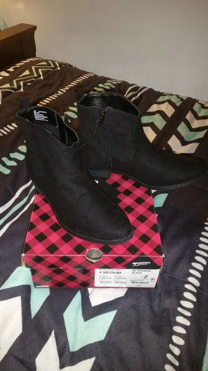 Girl Size 4 boot for Sale in West Palm Beach, FL