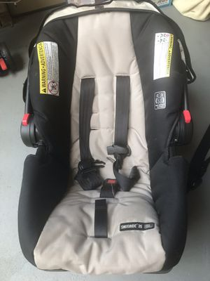 Car seat with base for Sale in New Brunswick, NJ