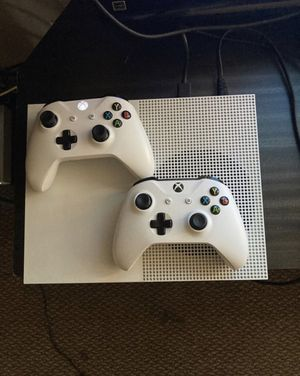 Xbox one s with 2 controllers and a lot of games for Sale in Montebello, CA