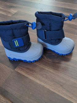 Toddler Snow Boots Size 4 for Sale in Aurora,  CO