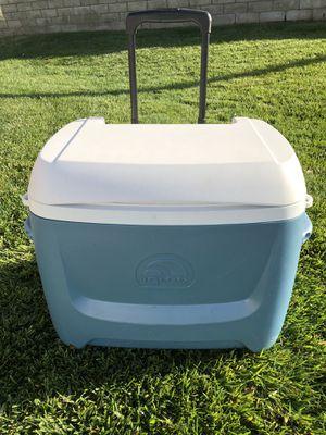 Igloo beach cooler with wheels. for Sale in Santa Clarita, CA