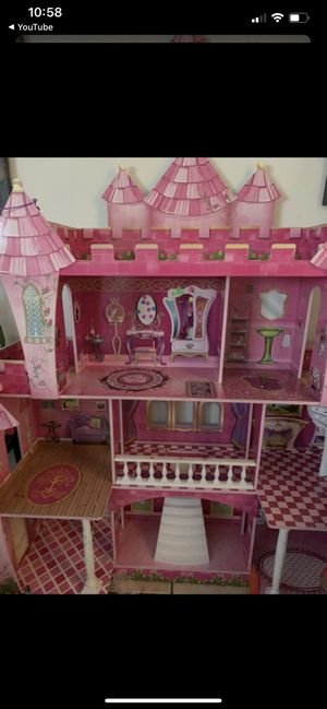 Doll House (4foot tall) for Sale in Los Angeles, CA