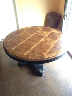 Wood round dining table 60 inches of diameter for Sale in Los Angeles, CA