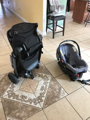 Almost new car seat with stroller for Sale in San Diego, CA