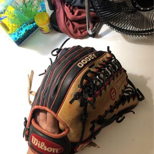 A2000 Baseball Glove for Sale in Bradenton, FL