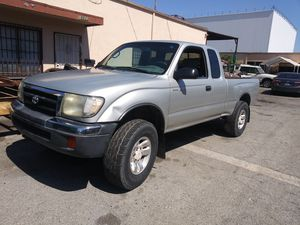 2000 Toyota Tacoma Pre Runner for Sale in South El Monte, CA