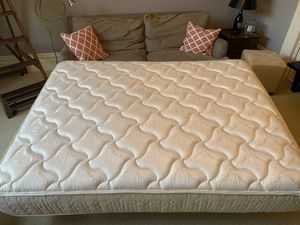 Queen size mattress- Sealy Posturepedic Plush for Sale in San Francisco, CA