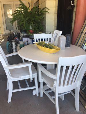 Lindo comedor 4 sillas for Sale in Las Vegas, NV