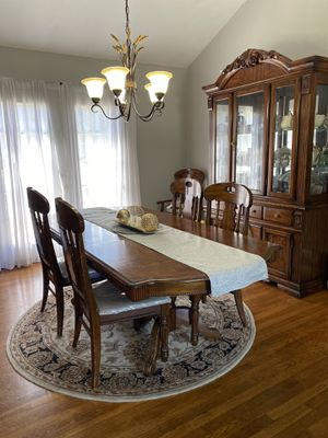 Dinning room set (table and china) for Sale in Jackson Township, NJ