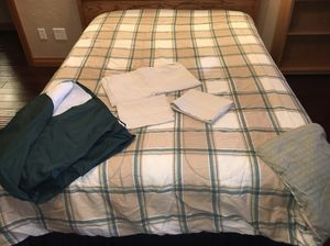 Full size reversible comforter with bed skirt, pillowcases, top sheet for Sale in East Peoria, IL
