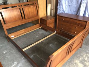 Bedroom set 3 pieces . Juego de cuarto 3 piezas. for Sale in Hialeah, FL