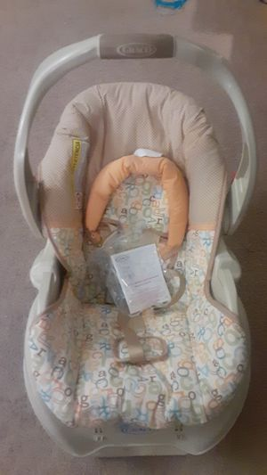 Graco infant car seat/ carrier for Sale in Twinsburg, OH