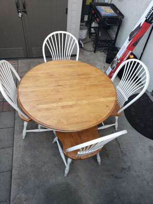 Dining table and 4 chairs for Sale in El Cajon, CA