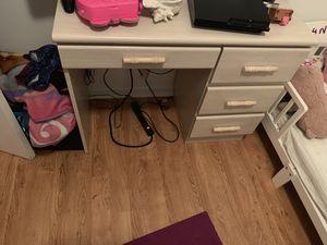 Mesa para computadora tal y como la ves en la foto for Sale in West Palm Beach, FL
