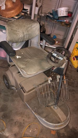 Free electric wheel chair for Sale in Houston, TX