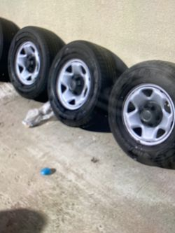 4 Runner Rims And Tires Good Condition for Sale in Huntington Beach,  CA